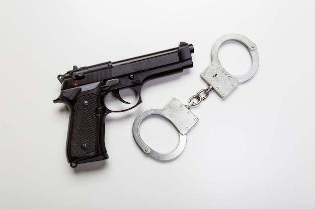 Gun and handcuffs Premium Photo