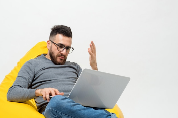 Guy dissatisfied with something while working Free Photo