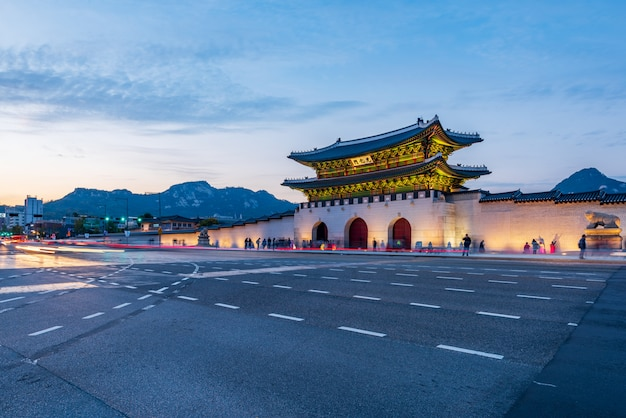 Gyeongbokgung palace in seoul city, south korea Premium Photo