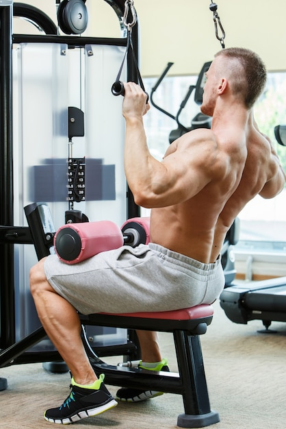 Gym. handsome man during workout Free Photo