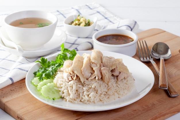 Hainanese chicken rice , steamed chicken with rice, khao mun kai on wood background Premium Photo