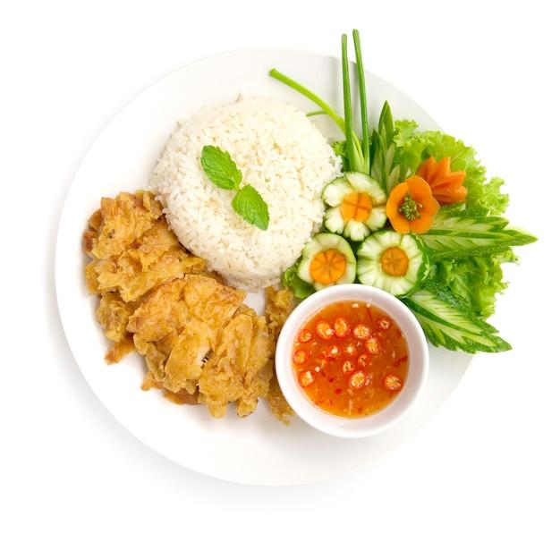 Hainanese crispy fried chicken rice with soya sauce nd Premium Photo