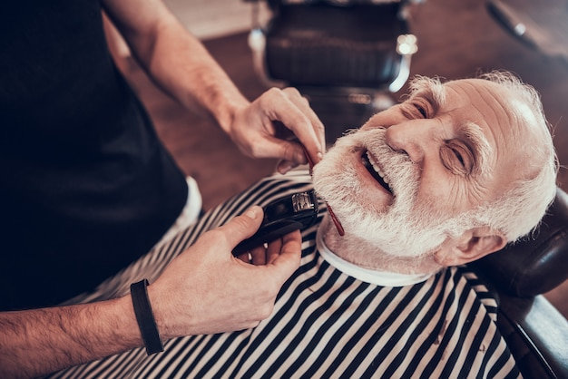 Hair brush in hands young man in barbershop Premium Photo
