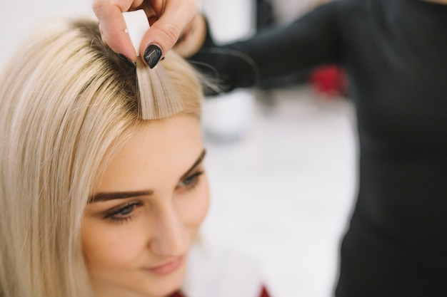 Hairdresser showing sample of hair color Free Photo