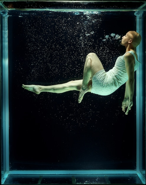 Hairless woman under water Free Photo
