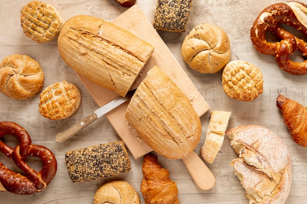 Half cut bread and pastry products Free Photo