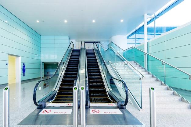 Hall and escalators Premium Photo