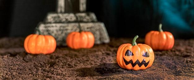 Композиция на хэллоуин с тыквами Бесплатные Фотографии