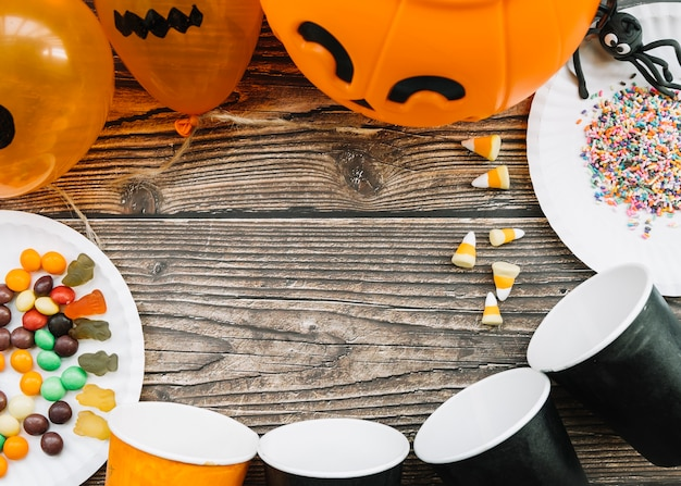 Halloween composition with paper cups and sweets Free Photo