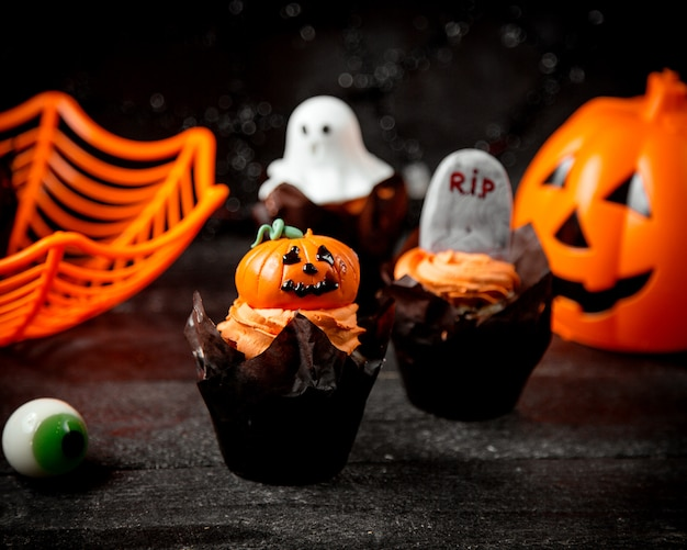 Halloween concept on the table Free Photo