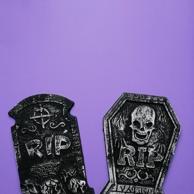 Хэллоуин украшения могил с копией пространства вверху Бесплатные Фотографии