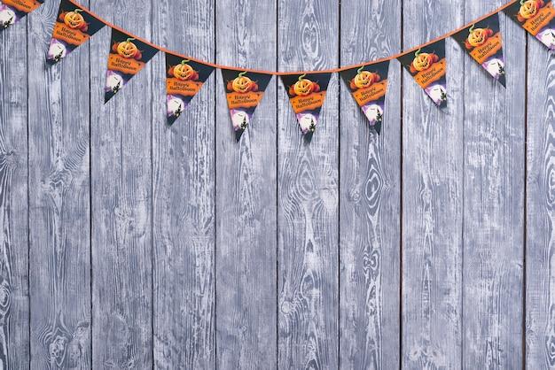 Halloween garland on wooden background Free Photo