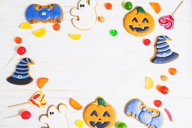 Halloween gingerbread between sweeties Free Photo