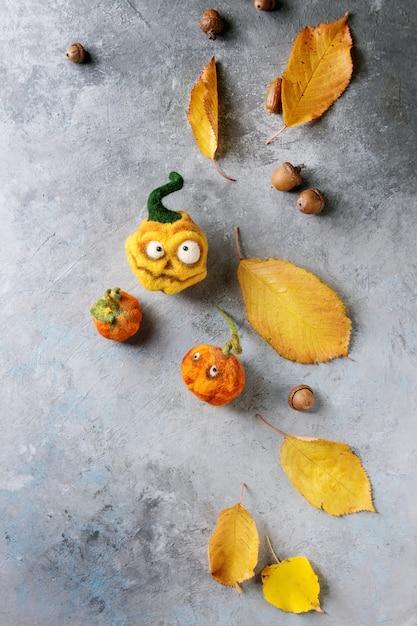 Halloween needle felted pumpkin Premium Photo