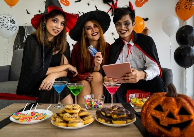 Halloween party shopping Premium Photo