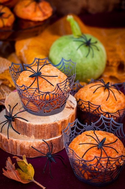 Halloween pumpkin muffins decorated with spiders and spider web Premium Photo