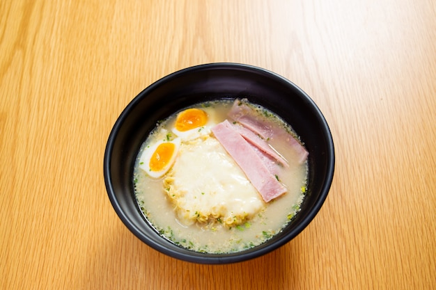 Ham cheese and boiled egg noodle on the wooden table close up. Premium Photo