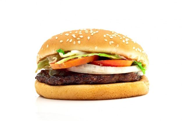 Гамбургер с мясом и овощами на белом фоне Premium Фотографии