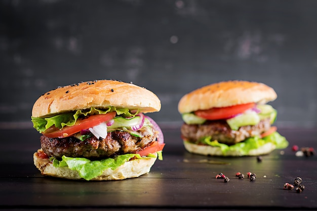Hamburgers with beef, tomato, red onion and lettuce Free Photo