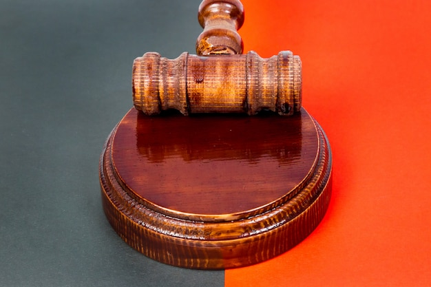 hammer-judge-holding-auctions_131087-354.jpg (626×417)