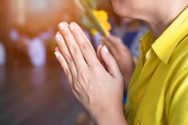 Hand of asian buddhist pay respect to the buddha Premium Photo