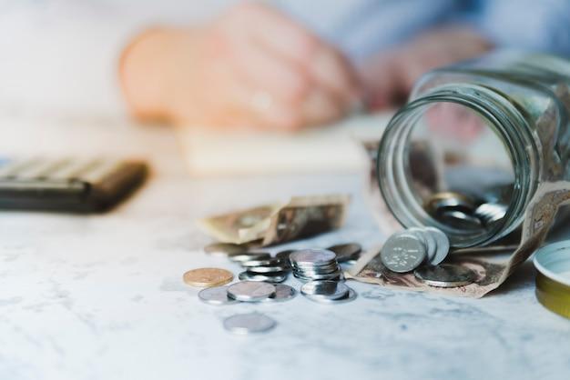 Hand calculating savings Free Photo