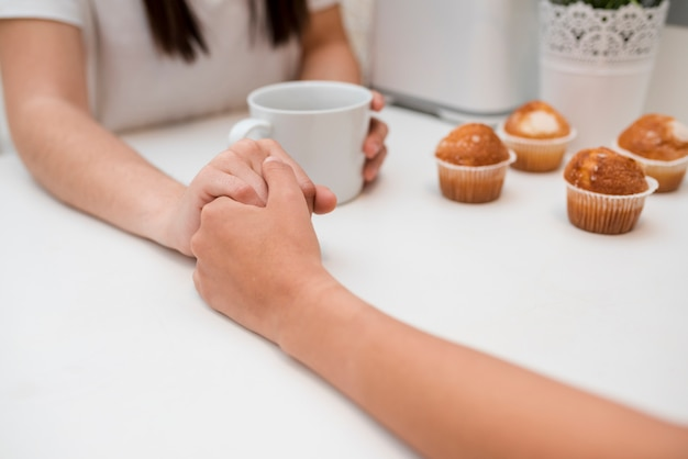 Hand in hand of young couple Free Photo