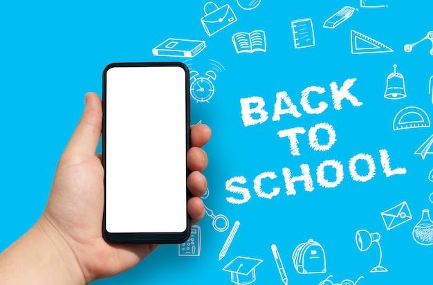 Рука пустой смартфон обратно в школу фоне Premium Фотографии