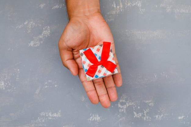 Рука мини-подарочная упаковка. Бесплатные Фотографии