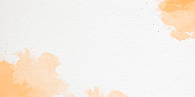 手描きの空と雲の形をした水彩画の背景 無料写真