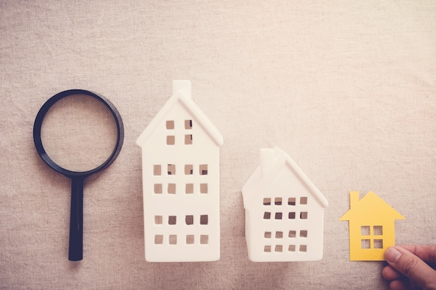Hand picking the right house property Premium Photo