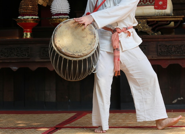 Hand play drum, thai style Premium Photo