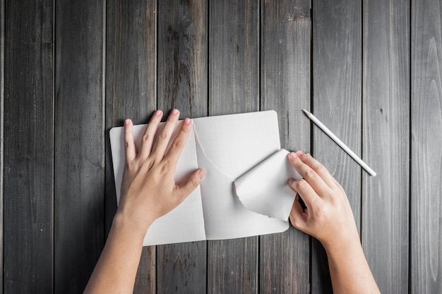 Hand ripping a notebook sheet Free Photo