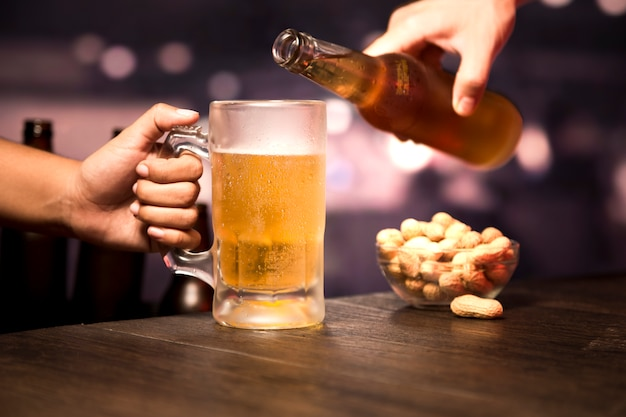 Hand serving beer glass Free Photo