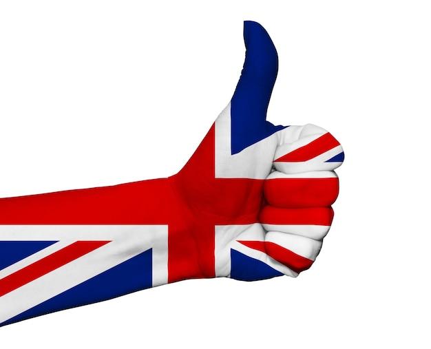 Рука с большим пальцем вверх окрашена в цвета флага великобритании, изолированные на белом Premium Фотографии