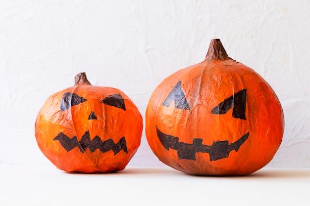 Handmade jack-o-lanterns for halloween party Free Photo