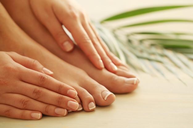 Руки и ноги женщины Бесплатные Фотографии