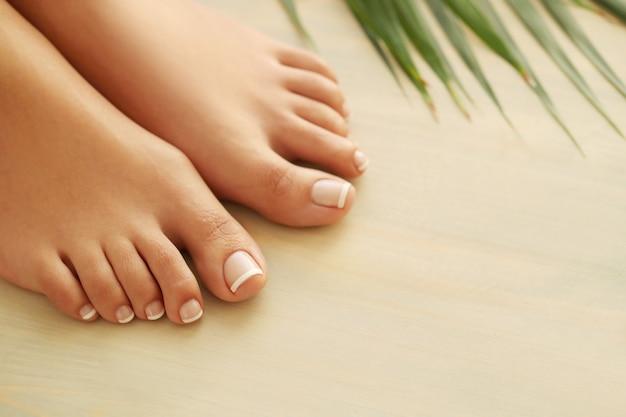 Mani e piedi di una donna Foto Gratuite