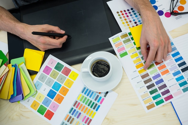 Hands of male graphic designer using graphics tablet Free Photo