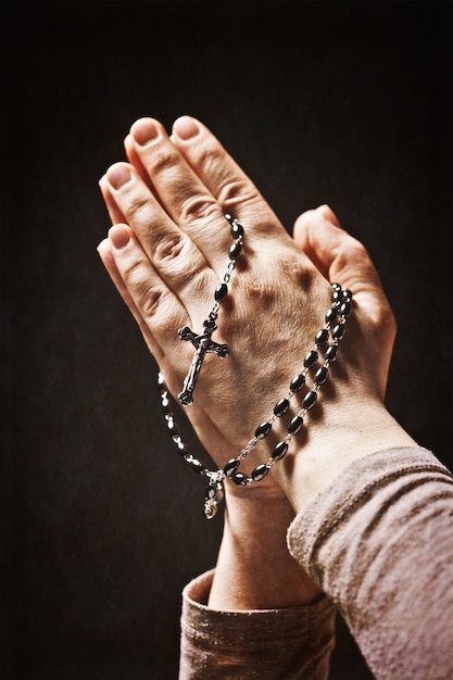 Hands and rosary Premium Photo