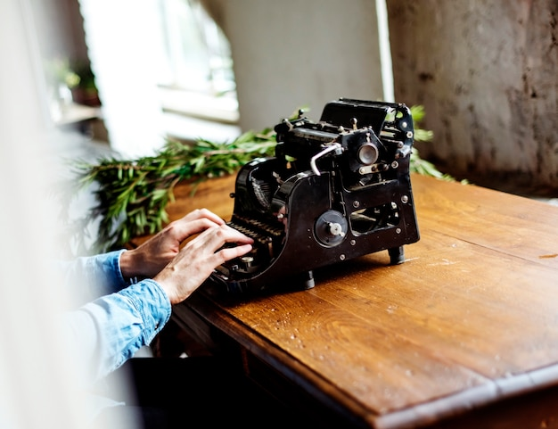 Hands typing typewriter ancient retro classic keyboard Free Photo