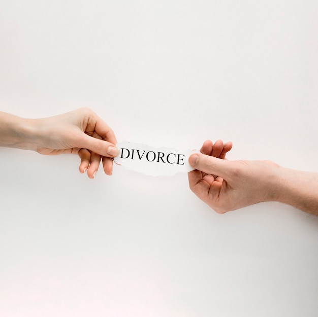 Hands with divorce Free Photo