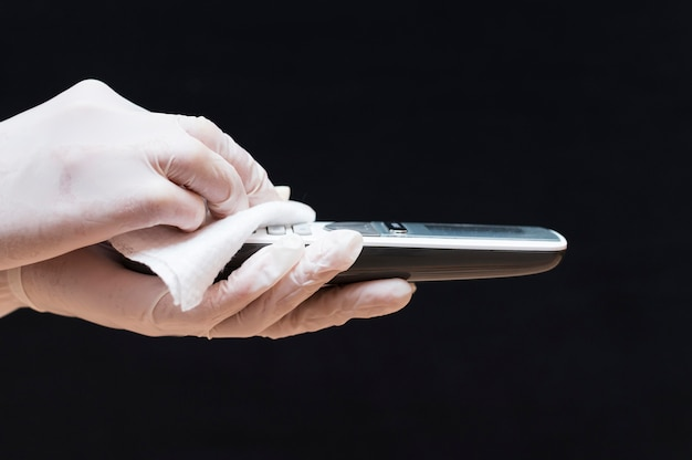 電話を消毒する手袋をした手 無料写真