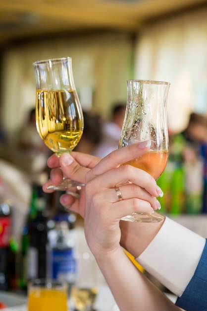 Hands of young people with wineglass. Premium Photo