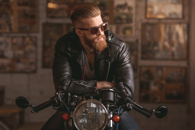 Handsome bearded man in leather jacket and sun glasses. Premium Photo