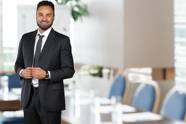 Handsome cheerful african american executive business man Premium Photo