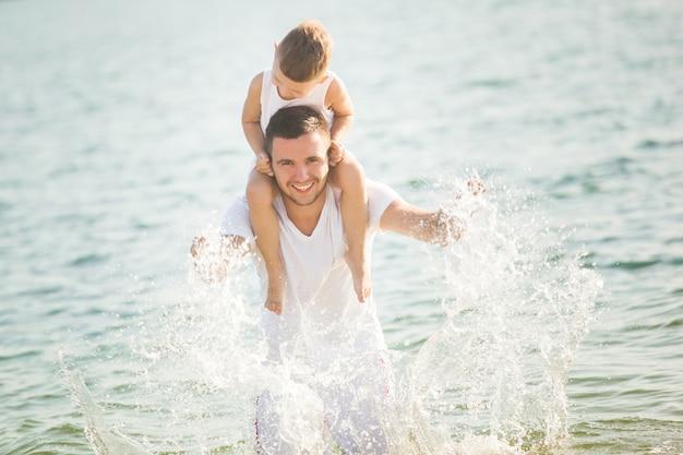 játék a vízben