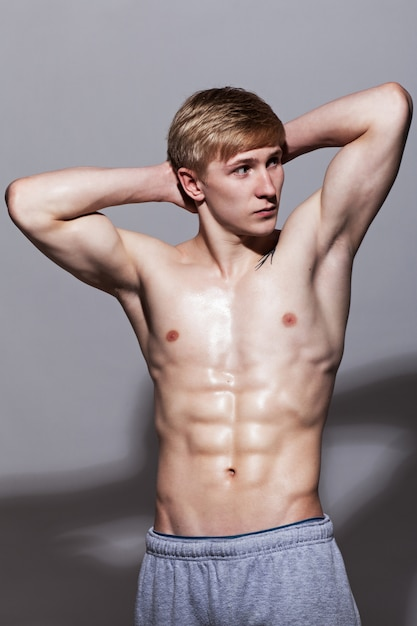 Handsome guy posing with naked torso Free Photo