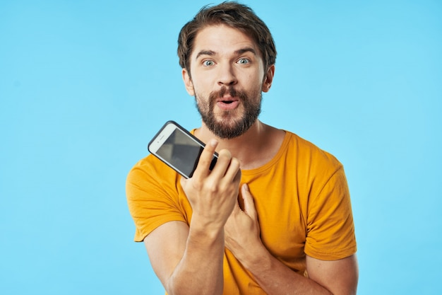 Handsome male model with beard with a phone posing in Premium Photo