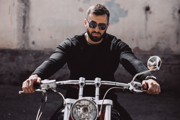 Handsome man biker travelling on mototrcycle Free Photo